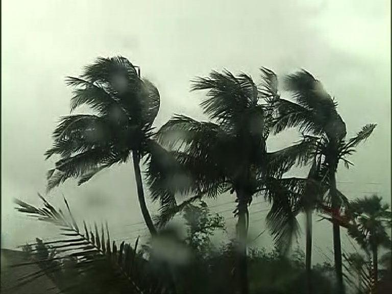 Cyclone Amphan intensifies into extremely severe storm, Odisha, Bengal on alert | Cyclone Amphan Live Updates: আড়াইটে থেকে স্থলভূমিতে ঢোকার প্রক্রিয়া শুরু সাইক্লোন উমপুনের, দিঘা থেকে বর্তমান দূরত্ব ৯০, কলকাতা থেকে ১৯০ কিমি