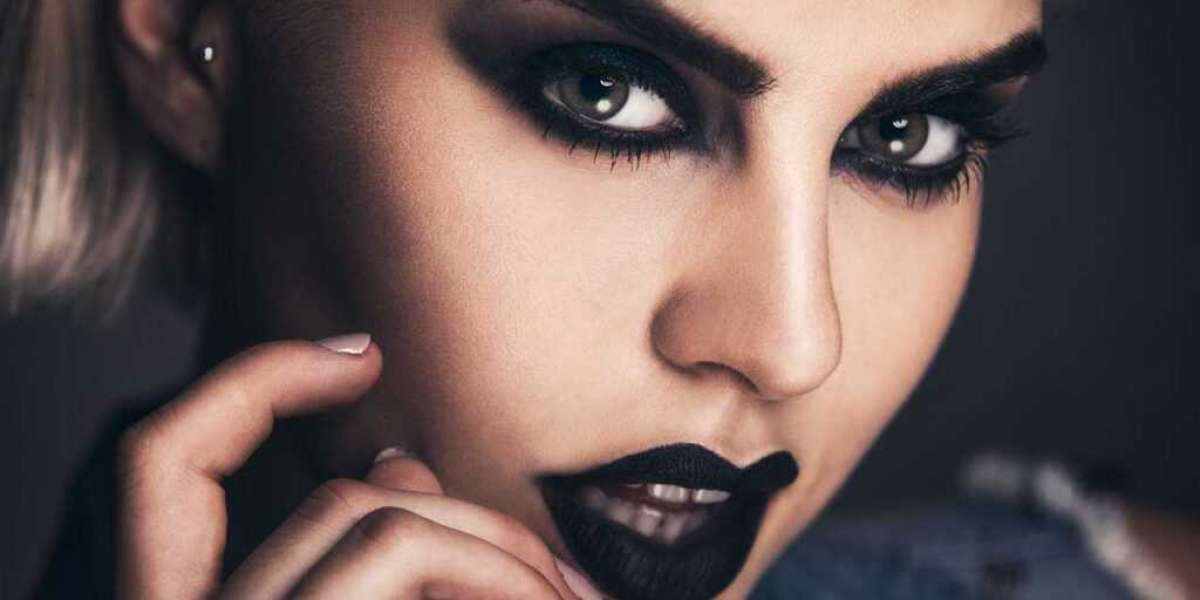 Goth Makeup – Step By Step Goth Makeup Tutorial